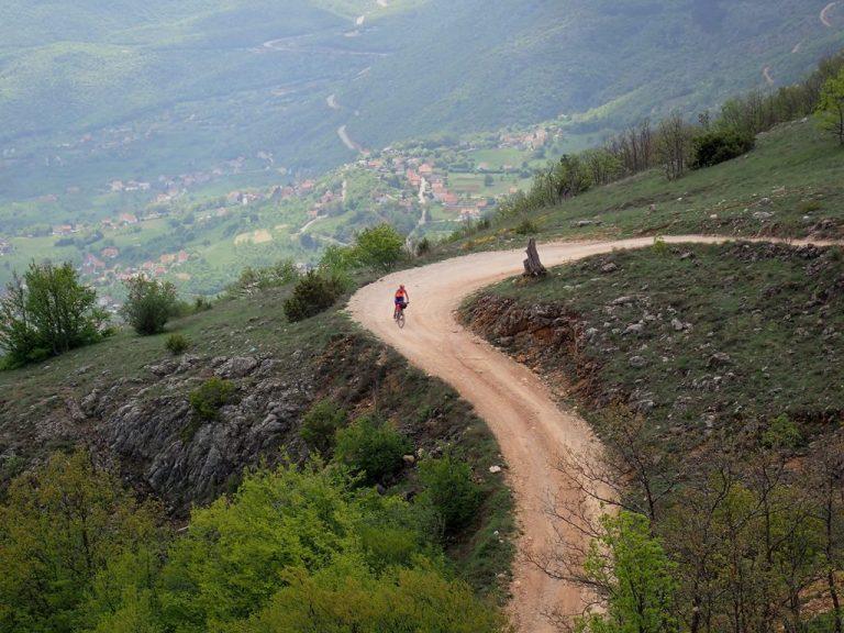 Descent to Ramsko lake
