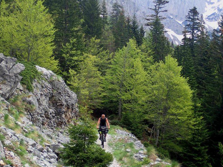 Maglič peak traverse