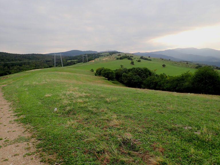 Tetri Tskaro - Tsalka off-road leads along Bedeni mountain range.