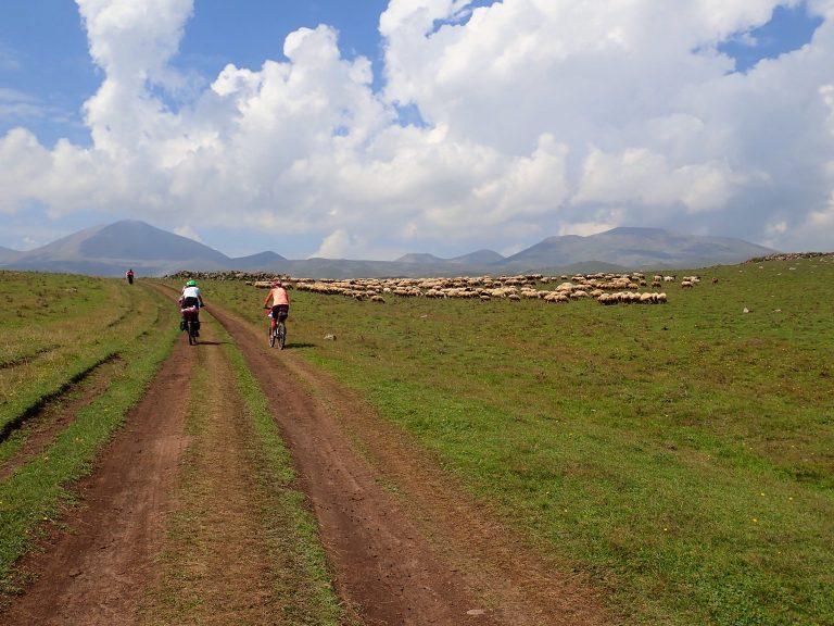 Turn to the Samsari Range with Didi Abuli and Patara Abuli volcanoes (3 000 m).