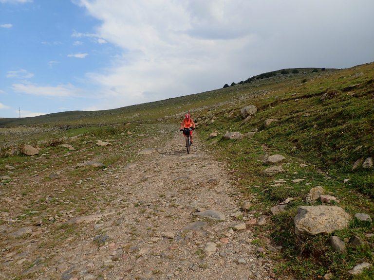 Rocky downhill to the Abuli village.