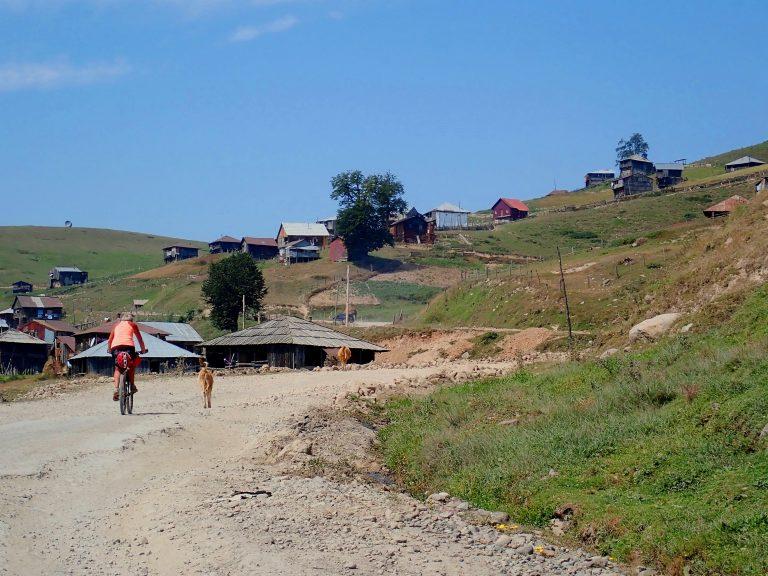 Close to the Goderzi Pass (2 025 m).