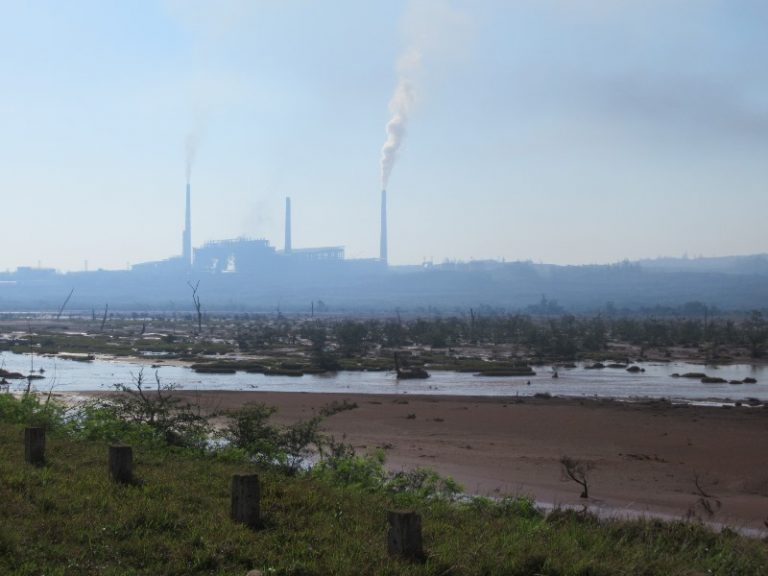 The surrounding countryside is completely dusty and dark, toxic waste sink into the nearby ocean, poisonous smog rolls from chimneys of Fabrique Che Guevara.