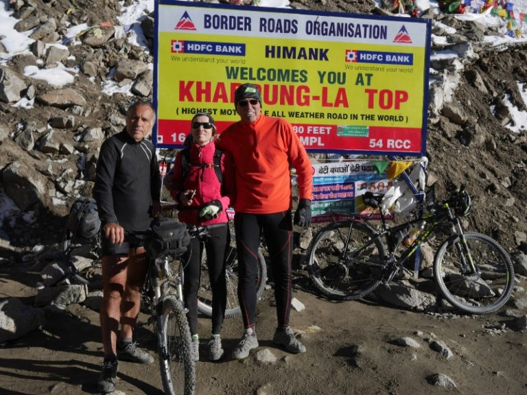 Khardung La top, alias Bike Everest (5 359 m).