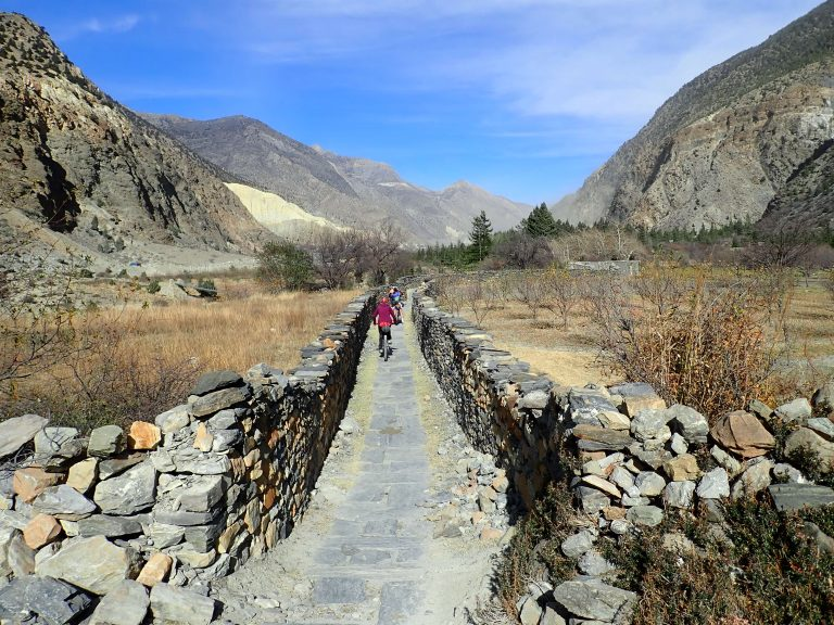 Beautiful singletrack trail that goes along the river almost all the way to Jomsom.
