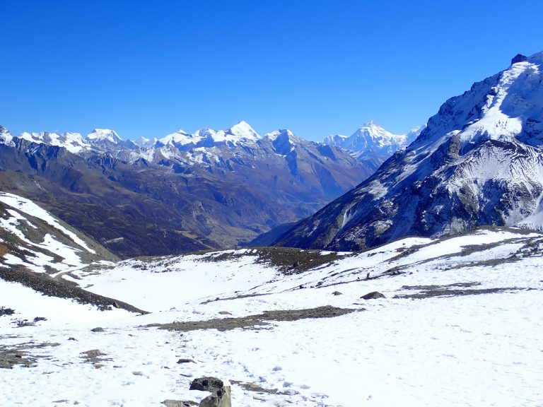 View back to Manang valley and Manaslu Peak (8 156 m).
